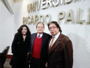 mg.-fanny-jem-wong-con-el-peruanista-norteamericano-richard-cacchione-fundador-del-instituto-bibliogrc3a1fico-del-perc3ba-y-josc3a9-beltrc3a1n-pec3b1a